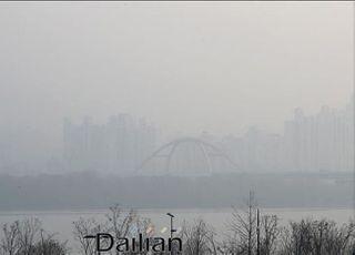 [오늘날씨] 전국 대부분 미세먼지 '나쁨'…날씨는 포근