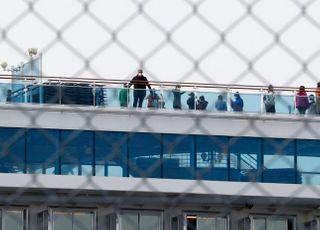 日 크루즈선 70명 추가 확진…'코로나19' 일본 확진 400명 돌파