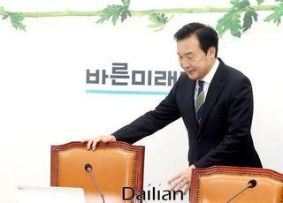 손학규, 3당 통합 추인 또 보류…총선 코앞 '시간끌기'