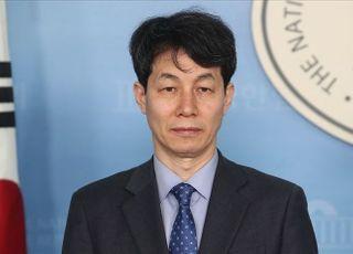 文 최측근 윤건영, 비례민주당 창당 군불떼기 '왜'