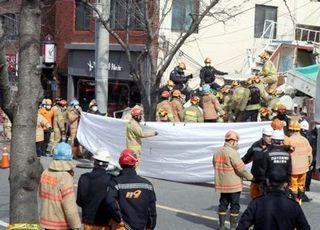 부산서 46년 된 2층주택 리모델링 중 붕괴…인부 2명 사망