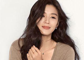 """전지현, 1억원 기부 """"코로나19 극복에 도움 되길"""""""