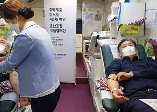 [코로나19]현대차 노사, 나란히 헌혈차에 누웠다