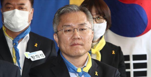 [총선2020] 윤석열 수사 압박하던 최강욱, 원론적 입장으로 후퇴 '왜'