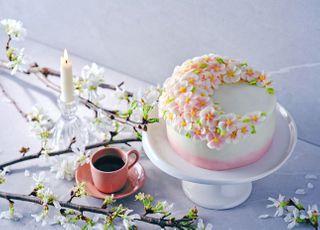 """""""눈과 입으로 즐기는 벚꽃놀이""""…국내 호텔업계, 봄 한정판 식음료 선봬"""