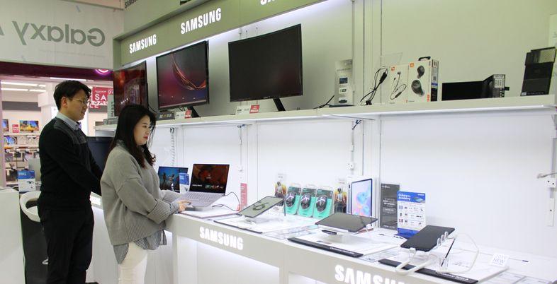 [코로나19] 온라인 개학 발등에 웹캠 판매 '불티'...문구류는 '급감'