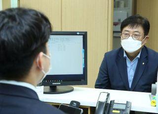 """[코로나19] 대출현장 찾은 박재식 저축은행중앙회장 """"위기극복 힘 돼야"""""""