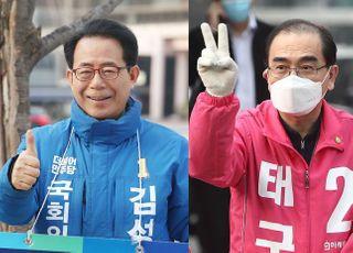 [총선2020] '해묵은 색깔론' 비난하더니…'강남갑' 김성곤, 태영호에 '北 인공기' 딱지 붙여