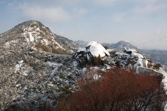 복원된 서울성곽 인왕산 구간