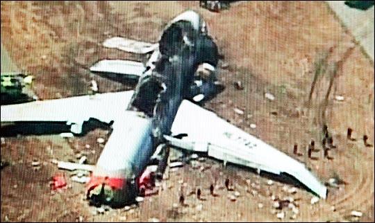 7일 오전 미국 샌프란시스코(SF) 공항에서 착륙하던 중 활주로에서 충돌사고가 발생한 아시아나항공 OZ 214편(보잉777). ⓒ뉴스Y 화면촬영