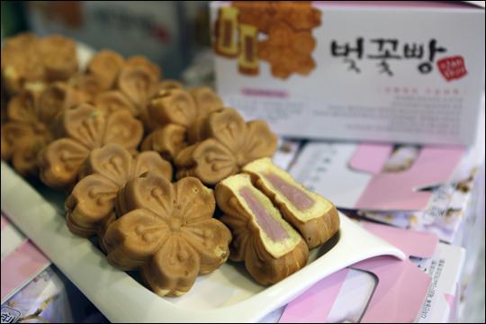 진해제과의 벚꽃빵 ⓒ 한은희