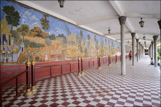 앙코르 왕조부터 캄보디아의 역사가 그려진 벽화. ⓒ Get About 트래블웹진