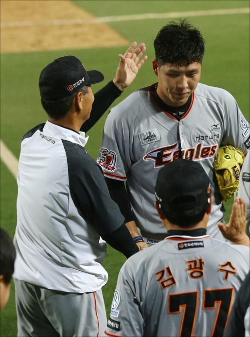 한화 구원투수 권혁은 후반기 들어 하락세가 눈에 띈다. ⓒ 연합뉴스
