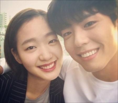 배우 김고은이 박보검과의 다정한 셀카를 공개했다. ⓒ 김고은 SNS