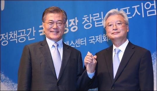 문재인 더불어민주당 전 대표가 6일 오후 서울 중구 프레스센터에서 열린 자신의 대선 싱크탱크인