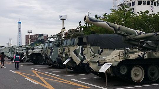 군산 해양테마공원에 있는 탱크 등 군사장비.ⓒ조남대