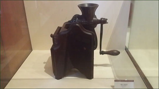 '왈츠와 닥터만' 커피박물관에 전시되어 있는 커피그라인더.ⓒ조남대