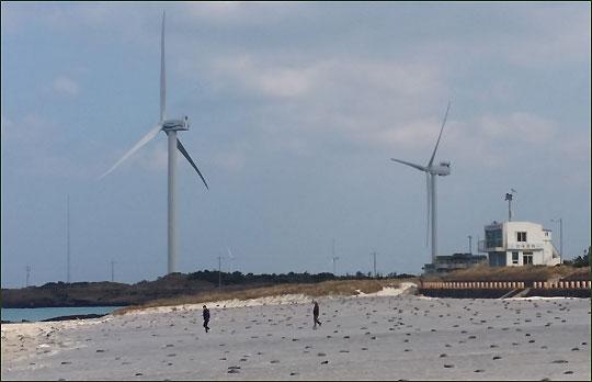김녕성세기 해변에는 아름다운 은모래가 펼쳐져 있다.ⓒ조남대