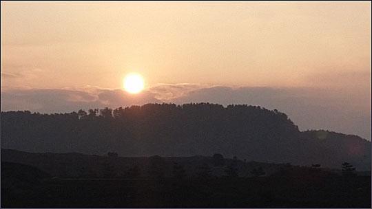 구름사이로 떠오르는 2016년 첫 태양.ⓒ조남대