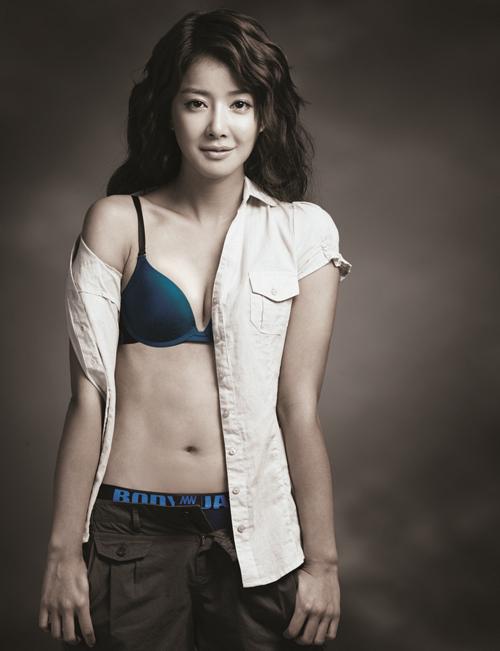 배우 이시영은 속옷 화보로 늘씬한 몸매를 뽐내고 있다. ⓒ 보디가드