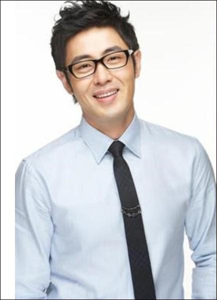 배우 황보라의 연인인 차현우에 대한 관심이 뜨겁다.하현우 SNS 캡처