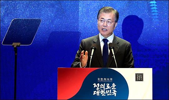 문재인 대통령은 31일 서울 종로구 재동 헌법재판소에서 열린