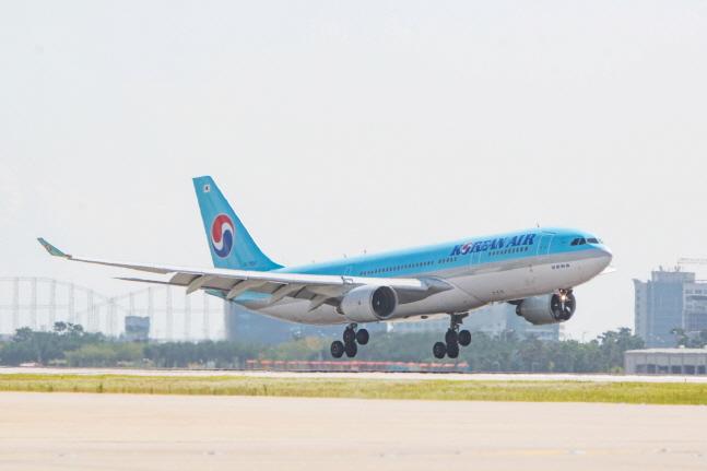 태풍과 지진 피해로 공항이 폐쇄된 일본 오사카와 삿포로 지역 항공편 운항이 차질을 빚고 있다. 사진은 대한항공 A330 항공기.ⓒ대한항공