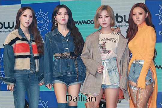 걸그룹 마마무(솔라·문별·휘인·화사)가 여덟 번째 미니앨범