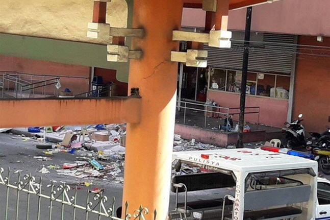사제폭탄이 폭발한 필리핀 코타바토시의 백화점 입구.ⓒ연합뉴스