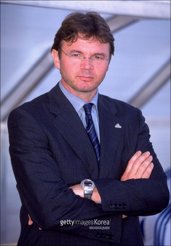 일본의 2000년 아시안컵 우승을 이끈 트루시에 전 감독. ⓒ 게티이미지