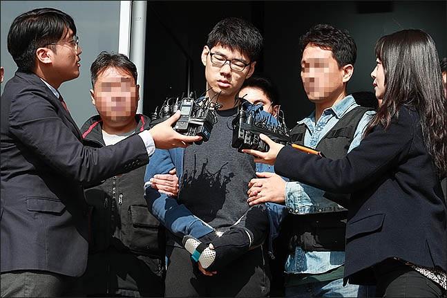 김성수(30)가 정신감정을 받기 위해 지난해 10월 22일 오전 서울 강서구 양천경찰서에서 공주 국립법무병원 치료감호소로 향하고 있다.(자료사진)ⓒ데일리안 류영주 기자