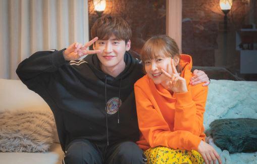 이나영과 이종석이 '로맨스는 별책부록'의 마지막 챕터를 열며 '막방' 독려 메시지를 전했다. ⓒ tvN