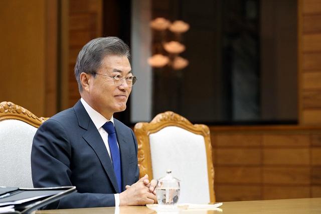 문재인 대통령은 15일 수석보좌관회의에서 김정은 북한 국무위원장에게 정상회담 추진을 공개 제안했다.(자료사진)ⓒ청와대