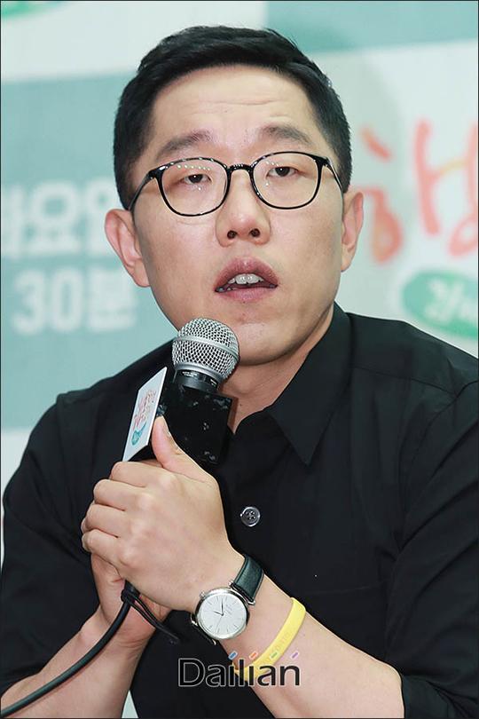 지난 정부 블랙리스트 명단에 올랐던 방송인 김제동은 KBS 1TV