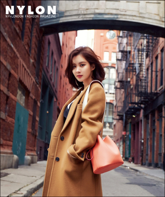 가수 겸 배우 서현이 화보를 통해 고혹적인 미모를 자랑했다.ⓒ 나일론