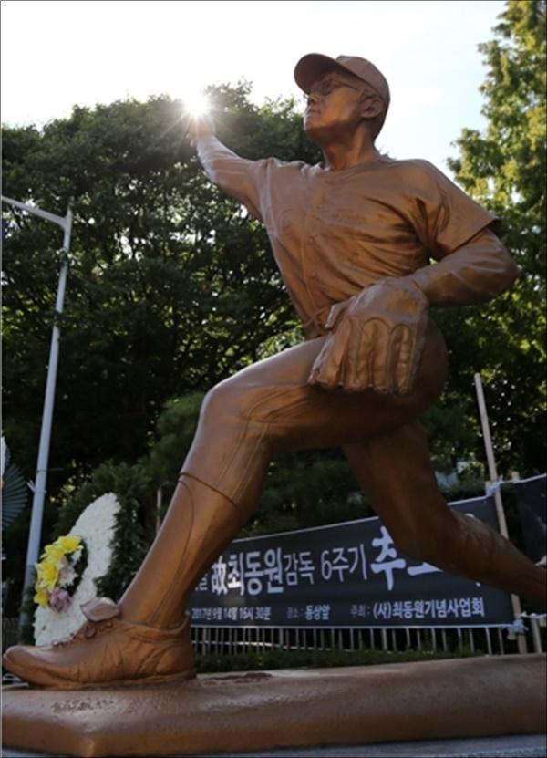 최동원 동상. ⓒ 연합뉴스