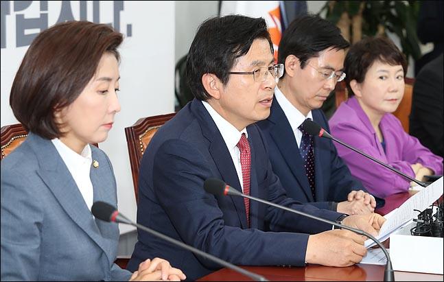 황교안 자유한국당 대표(사진 왼쪽에서 두 번째)는 28일 정미경 최고위원(맨 오른쪽)과의 대담에서, 지난 석가탄신일 봉축식 때의