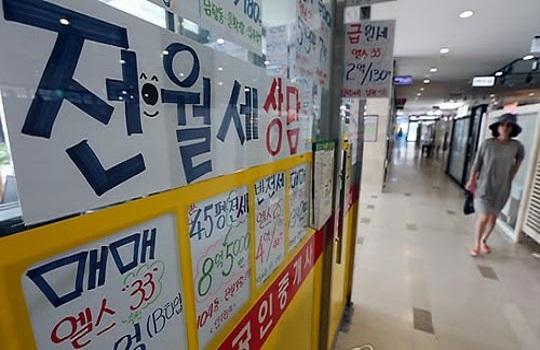 5월 기준 전국 주택전세가격은 전월 대비 -0.09% 하락했다. 서울의 한 공인중개업소 모습.ⓒ연합뉴스