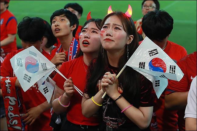 지난 16일 서울 마포구 서울 월드컵 경기장에서 시민들이 2019 FIFA U-20 월드컵