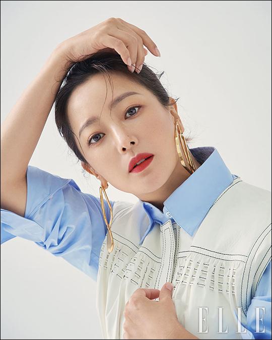 김희선 화보가 공개돼 화제다. ⓒ 엘르