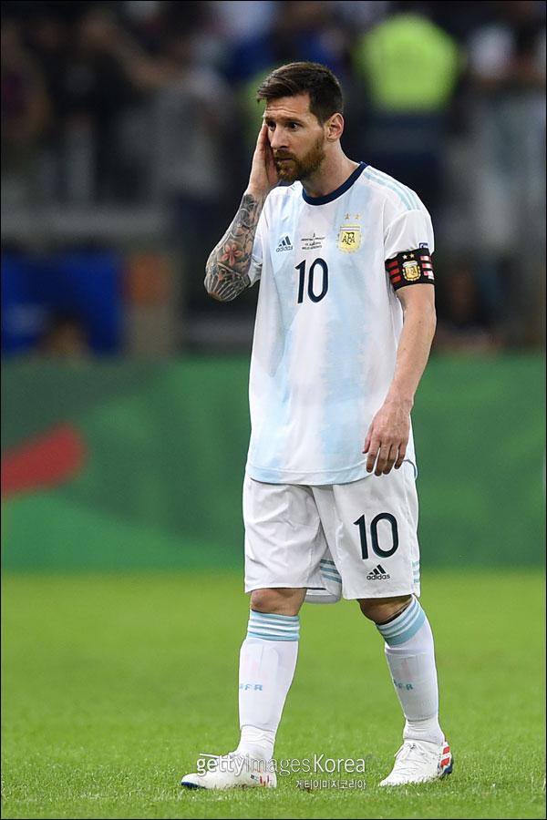 리오넬 메시가 이끄는 아르헨티나가 2019 남미축구연맹(CONMEBOL) 코파 아메리카서 조별리그 탈락 위기에 놓였다. ⓒ 게티이미지