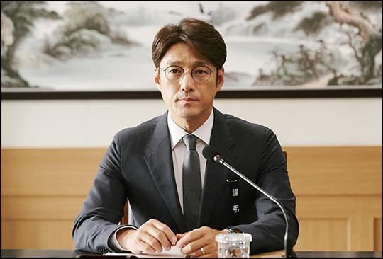 배우 지진희가 '60일, 지정생존자'로 화려하게 컴백한다. ⓒ tvN