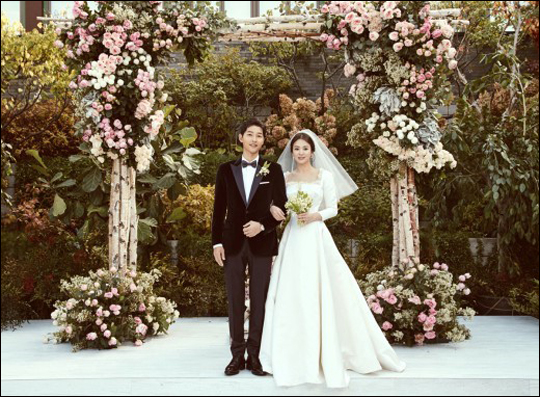 배우 송중기와 이혼 소식을 알린 송혜교 측이 입장을 밝혔다.ⓒ블러썸