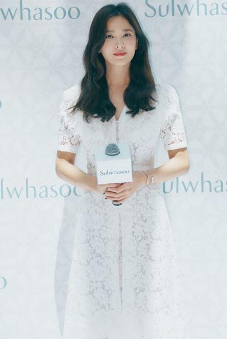 최근 배우 송중기와 파경 소식을 알린 송혜교가 중국 행사에 참석한 모습이 공개됐다.설화수 인스타그램 캡처