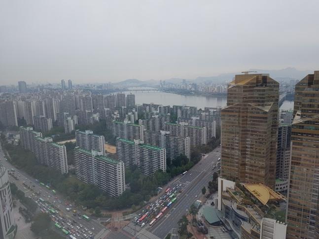 일반분양을 코앞에 둔 정비사업 조합들이 골머리를 앓고 있다. 사진은 서울 송파구 아파트 전경. ⓒ권이상 기자
