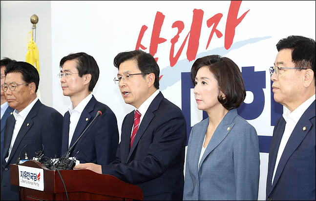 황교안 자유한국당 대표가 15일 오전 국회에서 일본의 수출규제 조치 대응과 관련한 기자회견을 하고 있다. ⓒ데일리안 박항구 기자