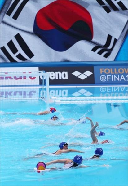 한국 여자 수구대표팀이 14일 세계수영선수권 첫 출전에서 헝가리에 0-64로 졌다. ⓒ 연합뉴스