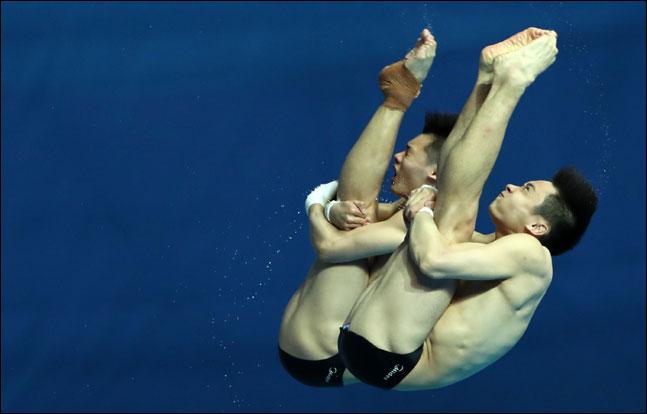 우하람(21)과 김영남(23·이상 국민체육진흥공단)이 세계선수권 남자 10m 싱크로나이즈드 플랫폼에서 4회 연속 결승에 진출했다. ⓒ 2019광주세계수영조직위