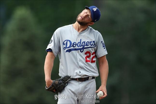 클레이튼 커쇼도 다저스 불펜에 실망을 감추지 못했다. ⓒ 게티이미지