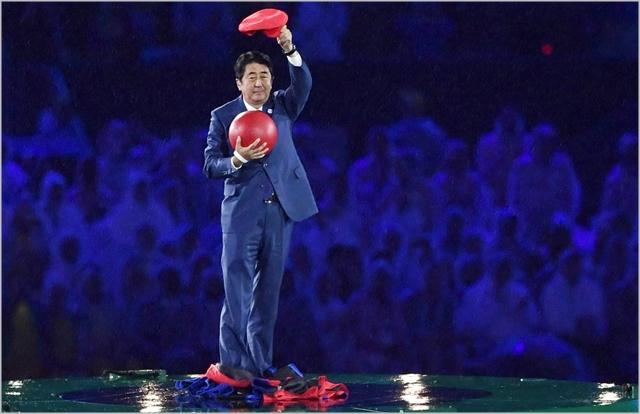 아베 신조 일본 총리가 2016년 8월 브라질 리우올림픽 폐막식에서 유명 게임 캐릭터